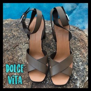 💥NWT💥Dolce Vita Olive ankle strap sandals